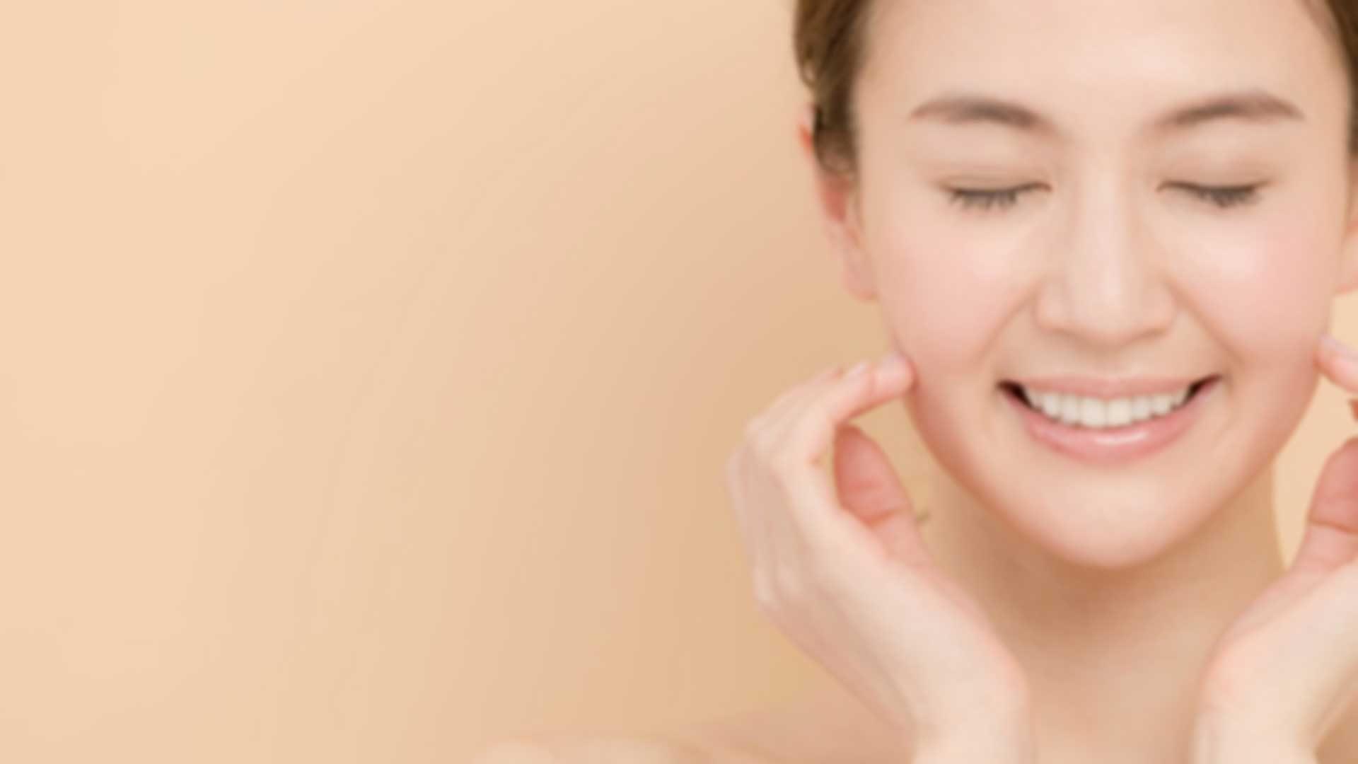 マッサージピール(PRX-T)は皮膚を剥離させずに、皮膚のより深層にある真皮細胞に働きかけ、表皮再生を活性化させる治療方法です。
